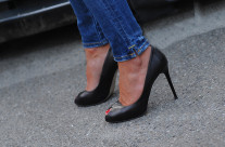 Le Scarpe trasformano il corpo di una donna … è una specie di lifting con la differenza che non c'e dolore … (a volte)